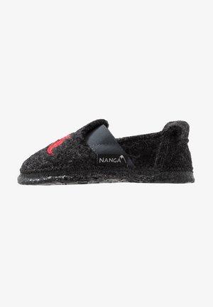 KNIGHT - Domácí obuv - grau