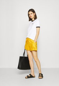 GAP - PULL ON UTILITY SOLID - Shorts - lemon curry - 1