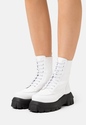 VEGAN VERITY CHUNKY LACE - Veterboots - white