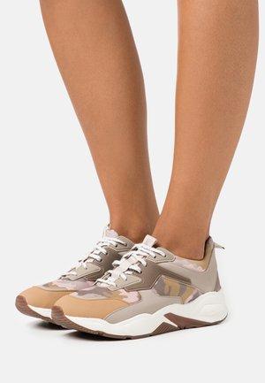 DELPHIVILLE - Sneakersy niskie - beige