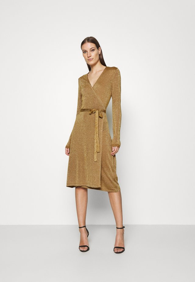 DUBBI DRESS - Gebreide jurk - bronze brown