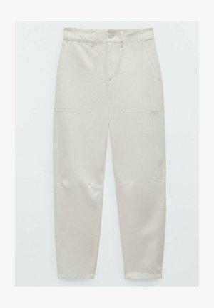 MIT NADELSTREIFEN  - Trousers - beige