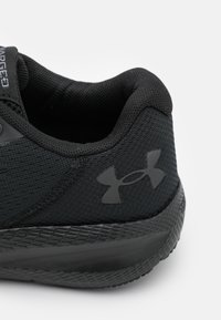 Under Armour - CHARGED PURSUIT 2 SE - Neutral running shoes - black - 5