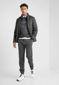 CORNELIANI - Pantalones deportivos - grey - 1