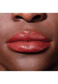 Maybelline New York - COLOR SENSATIONAL THE CREAMS - Lipstick - almond hustle - 3