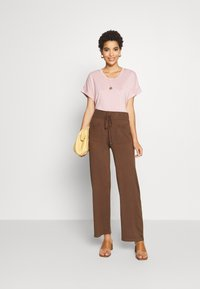 Kaffe - KALULU ASTRID PANTS - Pantalones - brown - 1