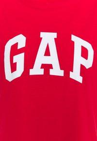 GAP - TEE - Camiseta estampada - pure red - 2