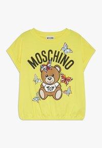 MOSCHINO - Printtipaita - blazing yellow - 0