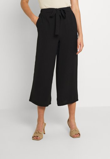PCKELLIE CULOTTE ANKLE PANT - Tygbyxor - black