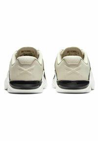 Nike Performance - METCON 6 - Sports shoes - light orewood brown/dark smoke grey/metallic gold - 3