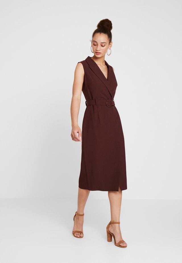 UTILITY DRESS - Maxi šaty - brown