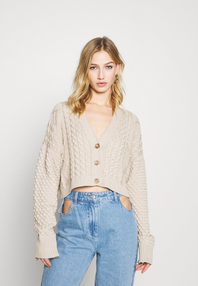 MIXED CABLE CROPPED - Cardigan - cream
