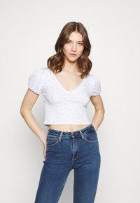 Cotton On - ANNABELLE SHORT SLEEVE - Camiseta estampada - tulip disty blue/white - 0