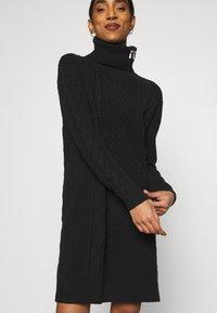 Tommy Jeans - TURTLE NECK DRESS - Sukienka dzianinowa - black - 3