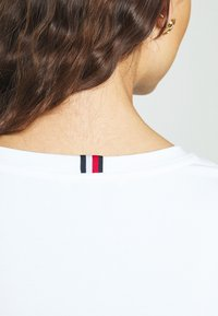 Tommy Hilfiger - ESSENTIAL SOLID - Basic T-shirt - white - 4