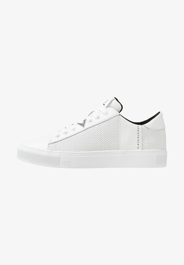 HOOK - Sneakersy niskie - white