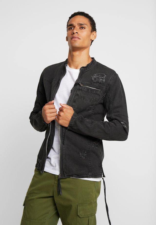 BETRAVER - Veste en jean - black used