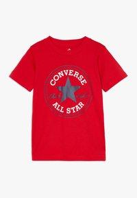 Converse - CORE CHUCK PATCH TEE  - Print T-shirt - university red - 0
