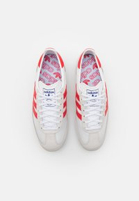 adidas Originals - SL 72 UNISEX - Sneaker low - grey one/footwear white/vivid red - 3