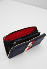Tommy Hilfiger - POPPY CORP - Wallet - blue - 5