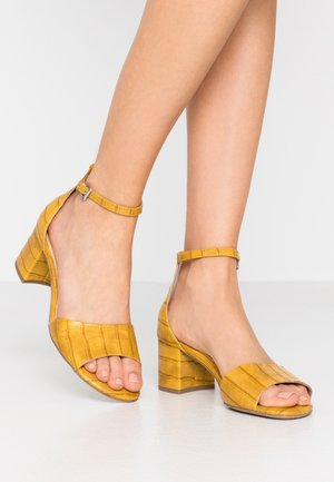 Sandals - saffron
