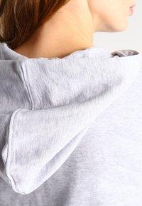 Zalando Essentials - Zip-up hoodie - light grey - 4