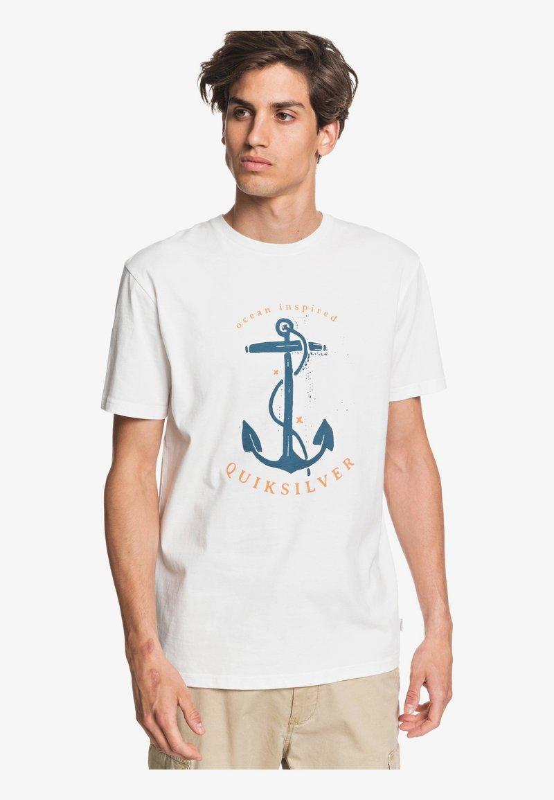 Quiksilver - SAVIORS ROAD - T-shirt con stampa - snow white
