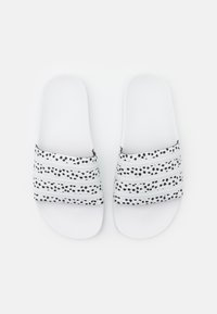 adidas Originals - ADILETTE  - Muiltjes - white - 5