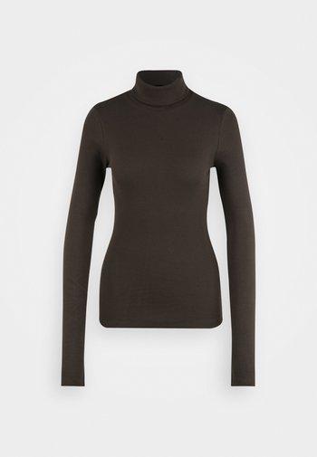PCANNA ROLL NECK TOP - Stickad tröja - olive