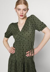 Gina Tricot - TUVA DRESS - Jersey dress - green - 3