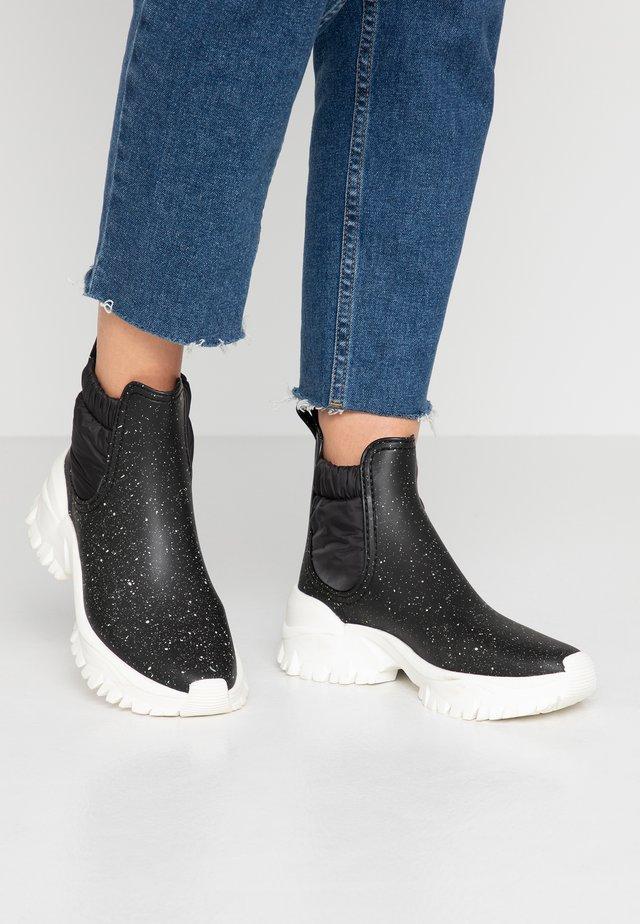 SHIRLEY - Stivali di gomma - black