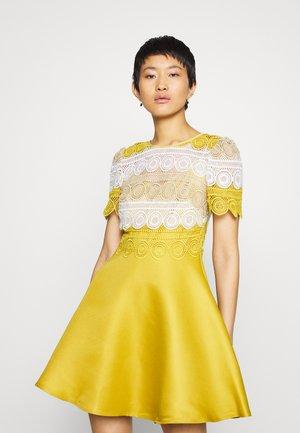 MINI MULTI CROCHET - Vestido informal - yellow