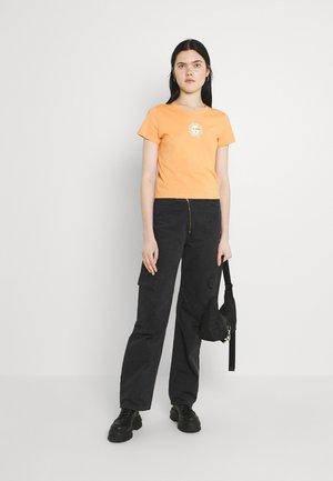 Print T-shirt - off black peaceflower/orange medium dusty sunface/white solid