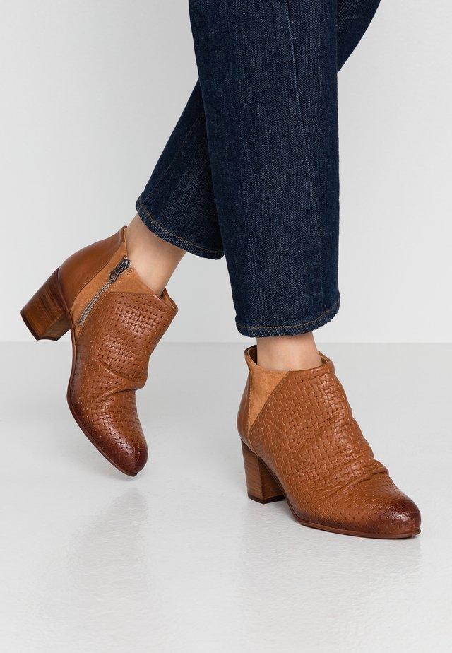 MATILDE - Ankle boots - cognac