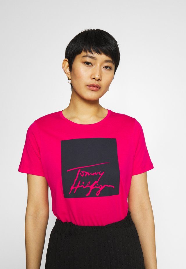 ALISSA REGULAR TEE - Triko s potiskem - bright jewel