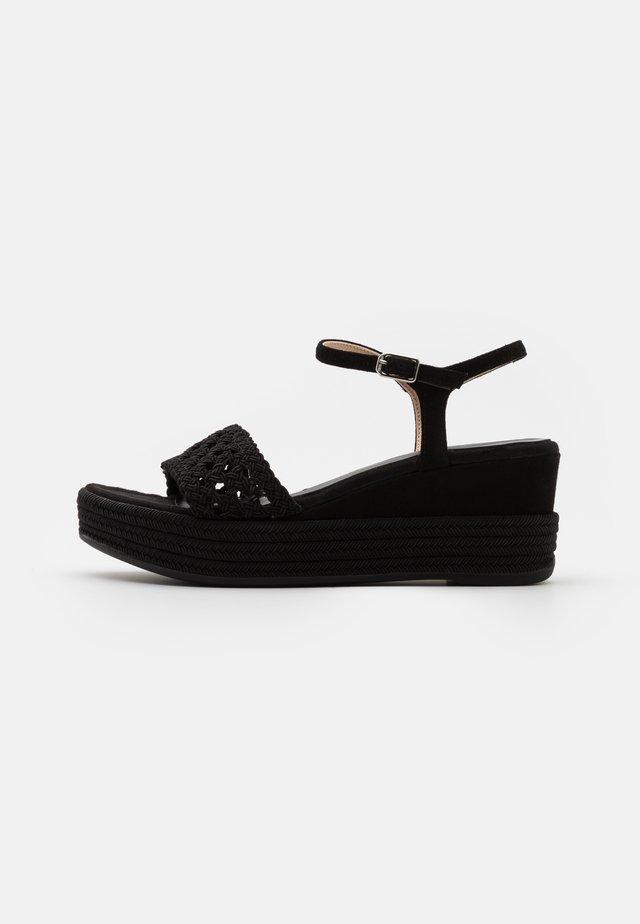 KISOME  - Sandały na platformie - black