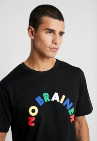 Cayler & Sons - NO BRAINER TEE - Print T-shirt - black - 4