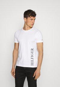 Tommy Hilfiger - SMALL LOGO TEE - Print T-shirt - white - 0