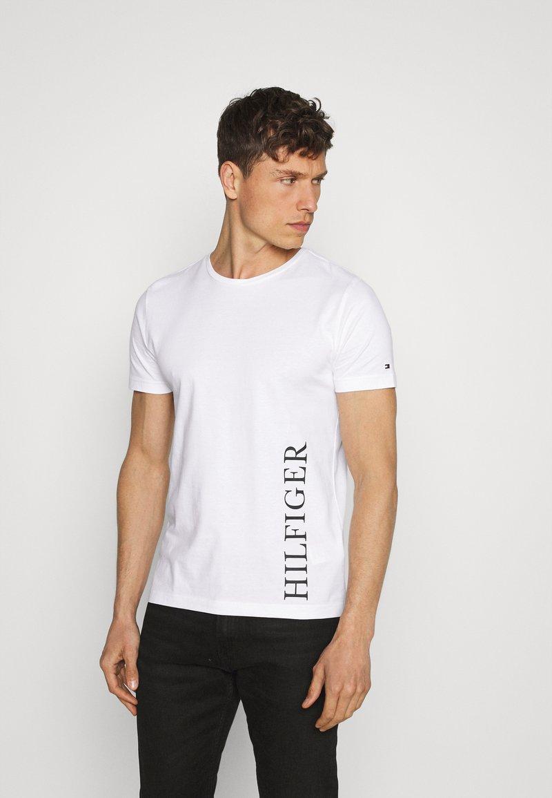 Tommy Hilfiger - SMALL LOGO TEE - Print T-shirt - white