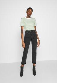 Selected Femme - PERFECT BOX CUT - Print T-shirt - watercress - 1