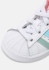 adidas Originals - SUPERSTAR UNISEX - Trainers - white/hazy rose/hazy sky - 4