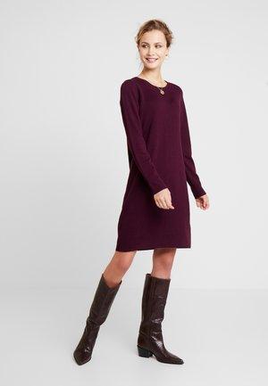 Pletené šaty - bordeaux red