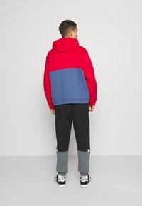 adidas Originals - SLICE HOODY - Hoodie - crew blue/scarlet - 2