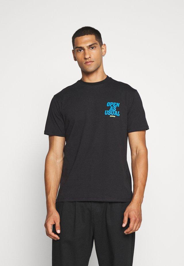 COMMUNITY - T-shirt con stampa - grey