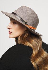 Barbour - DENE FEDORA - Hat - brown - 0