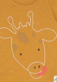 Marks & Spencer London - BABY GIRAFFE OUTFIT SET - Print T-shirt - dark gold - 3