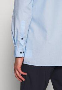 OLYMP - OLYMP LUXOR MODERN FIT - Formal shirt - azur - 5