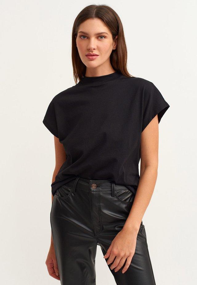 MIT HOHEM KRAGEN - Basic T-shirt - schwarz
