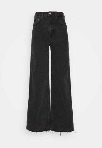 PUDDLE  - Jean flare - washed black