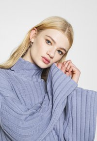 Monki - DONNIE  - Jumper - blue dusty solid - 3